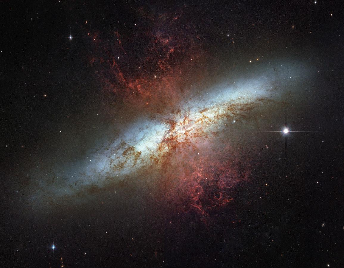کهکشان M82 از دید تلسکوپ هابل