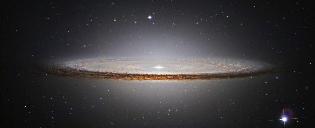 M104 یا کهکشان کلاه مکزیکی