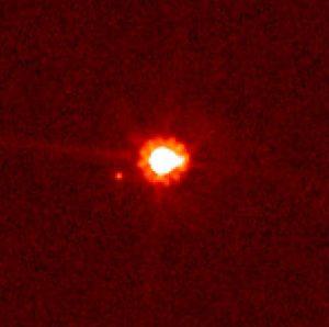 اریس و قمرش از دید تلسکوپ هابل
