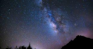 سیمای راه شیری در یک آسمان تاریک