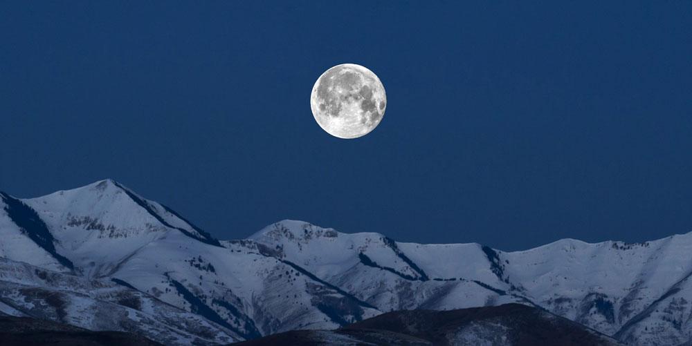 آن سوی ماه مخفی است