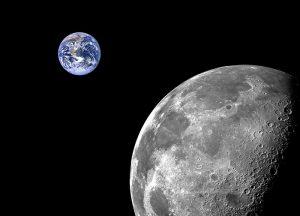 تصویر ترکیبی از ماه و زمین